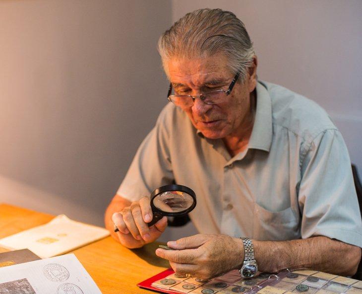 Орлы и решки: известный столичный коллекционер рассказал об уникальных артефактах Поднебесной