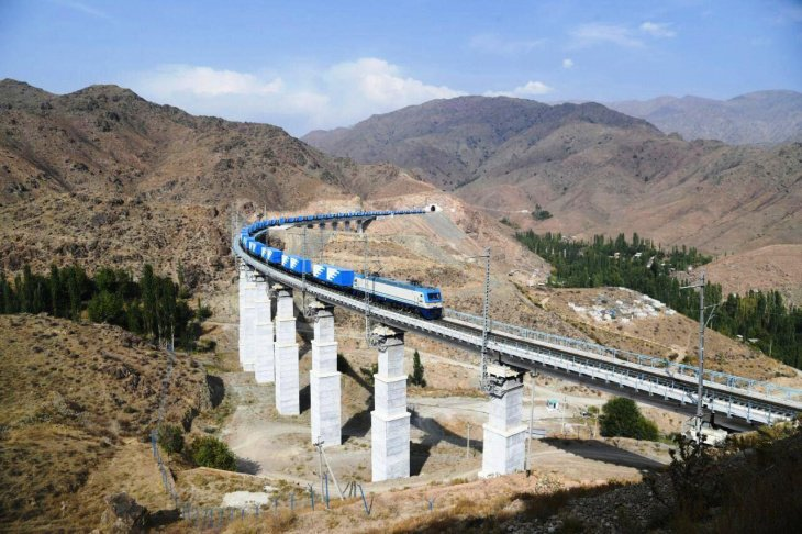 Узбекистан запустил скоростной грузовой поезд в Афганистан