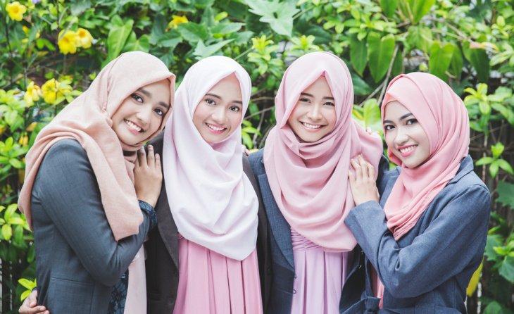 В Узбекистане планируют снять запрет на ношение в общественных местах хиджаба и других культовых одеяний
