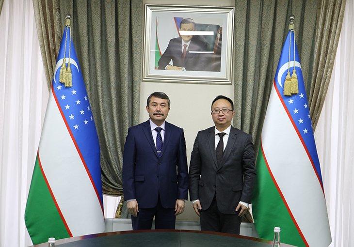 Глава Мининфокома принял генерального директора компании Huawei в Узбекистане