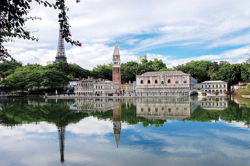 tree-water-bridge-lake-building-palace-922084-pxhere.jpg