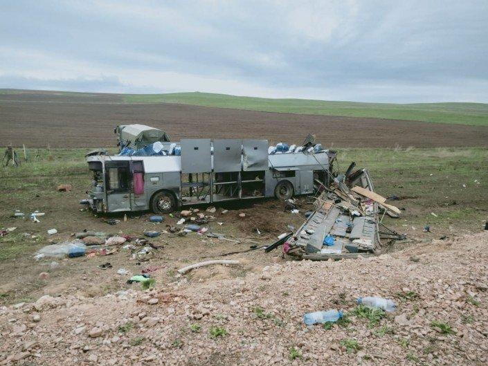В Казахстане перевернулся автобус — 11 человек поглибли - 1